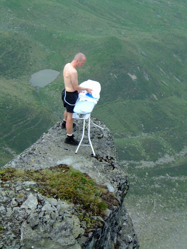 http://vershner.co.uk/ns/backup/entertainment/whatsyournamethen_files/extreme_ironing4.jpg